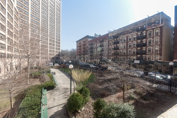 JUST LISTED *** RENOVATED 1 BED CONDO with CENTRAL PARK VIEWS *** LOW CC+RET***