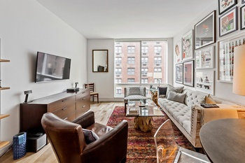 Greatest Studio On The Market In Midtown East!!